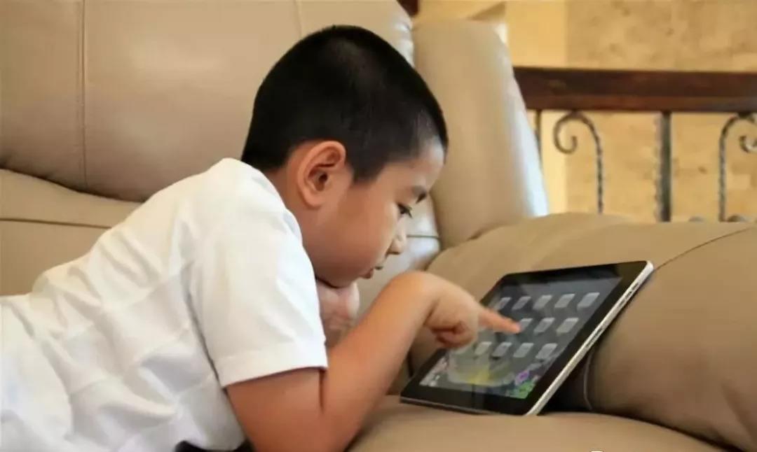 孩子总爱玩手机该怎么办
